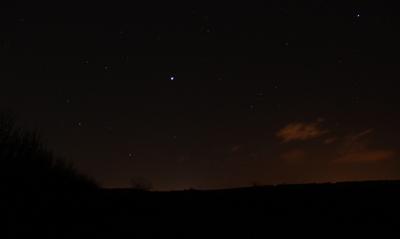 Am westlichen Abendhimmel glänzt Jupiter