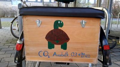 Ein radelnder Physiker hat noch eine schlechte Nachricht: Nicht einmal Radeln ist CO2-neutral ;-)
